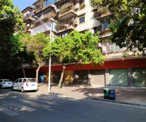 位于肇庆市端州区跃龙路80幢首层共18卡商铺租赁权拍卖公告